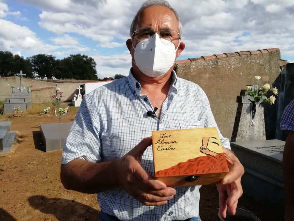 La asociación para la recuperación de la memoria histórica entrega los restos del joven manchego José Almena Castro 2