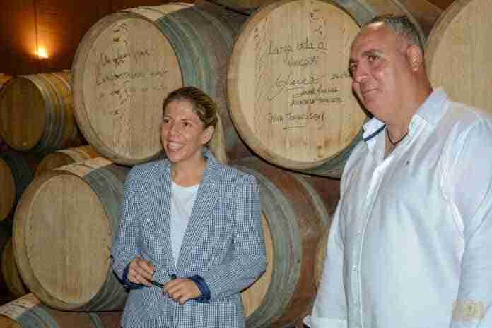 alcaldesa visita vinicola de tomelloso