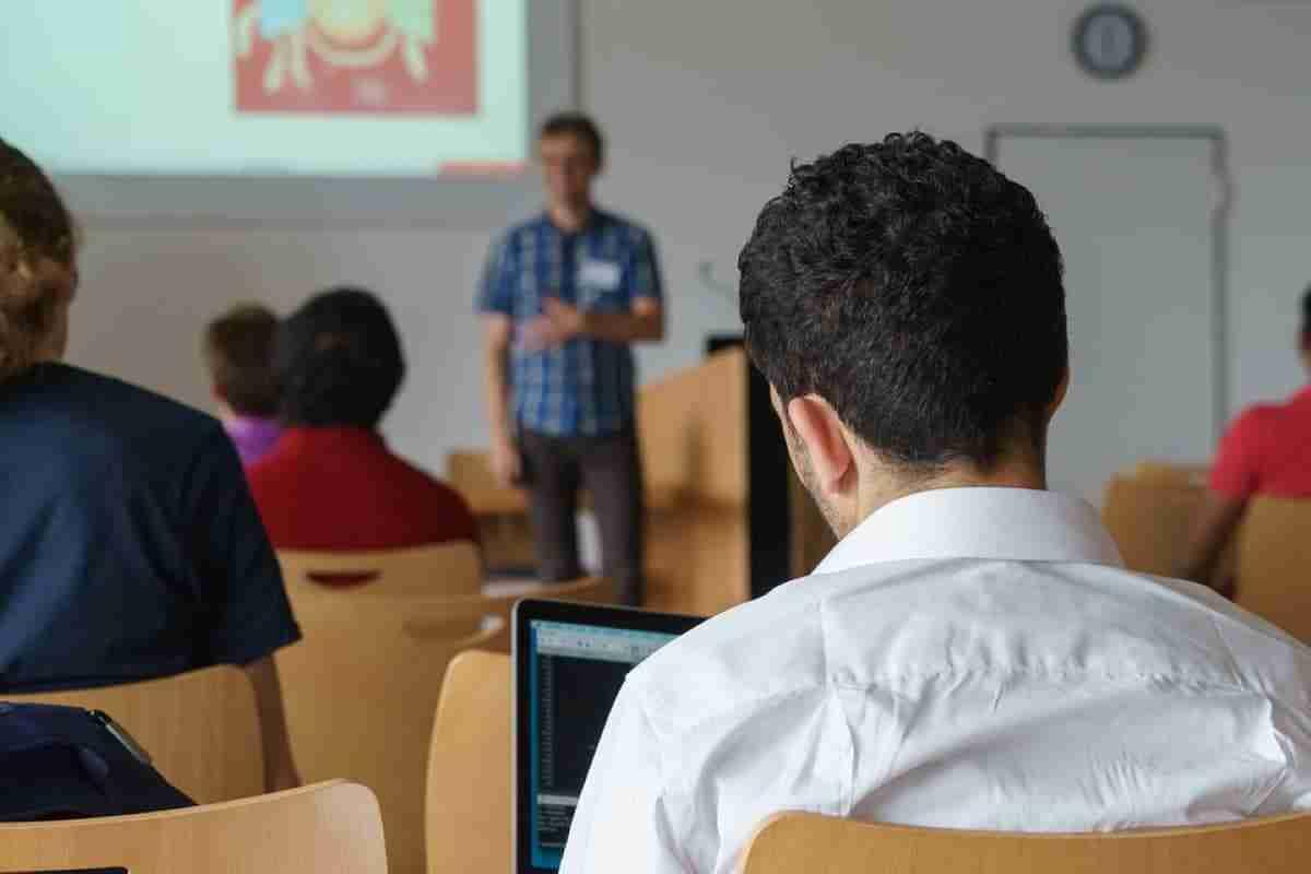 becas estudiantes masteres oficiales uclm