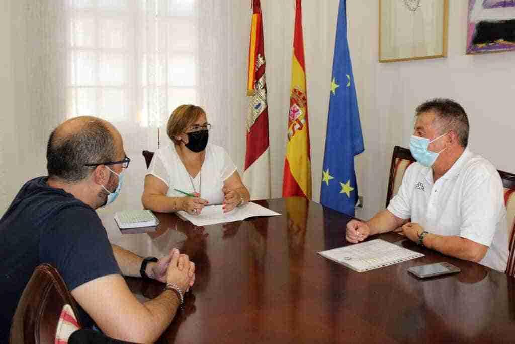 Olmedo expresó al alcalde de Valenzuela de Calatrava la voluntad del Gobierno regional para realizar obras de reforma en la casa consistorial 2