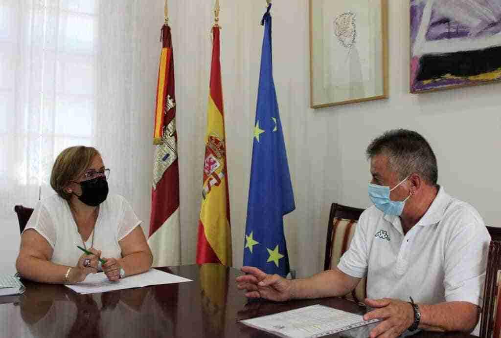 Olmedo expresó al alcalde de Valenzuela de Calatrava la voluntad del Gobierno regional para realizar obras de reforma en la casa consistorial 1