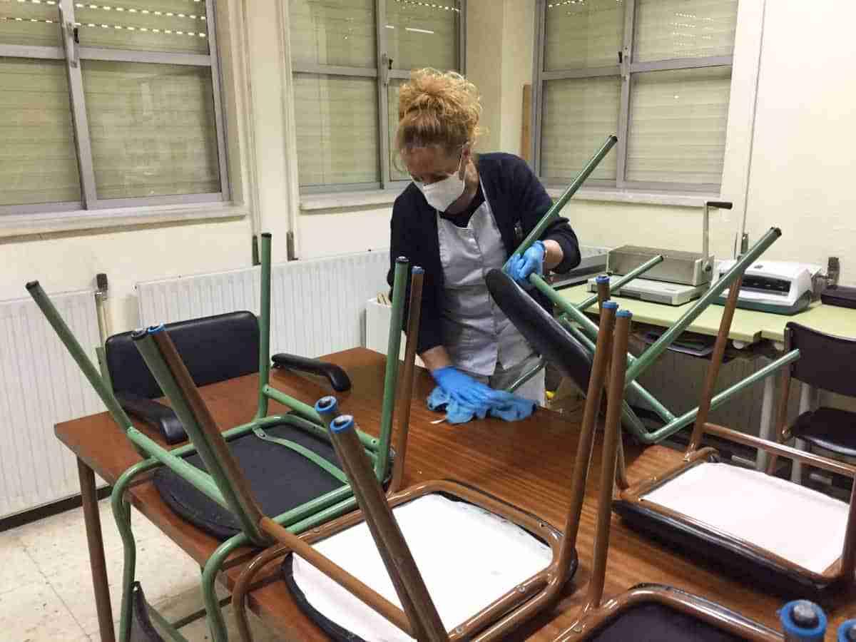 trabajadores limpieza colegio seguro puertollano